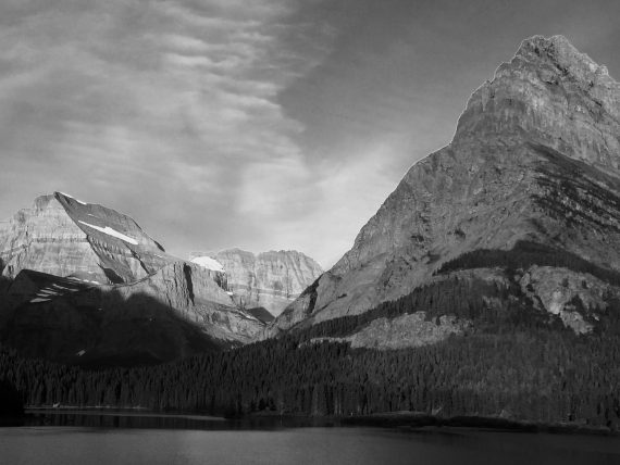Many Glacier hotel lakeside view