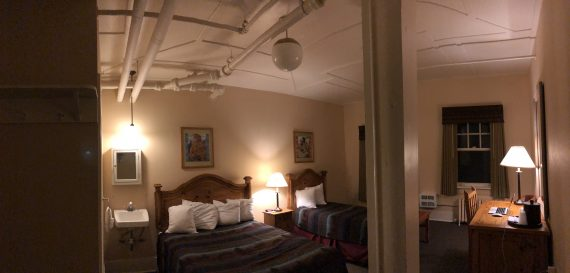 Glacier Park Lodge room